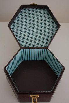 蓋に持ち手がついている六角形の箱 : メゾン ド カルトナージュ Maison du Cartonnage .