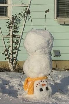 Upside down snowman -- oh yes, we definately have to do this with Jack and Frankie.