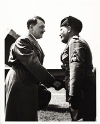 Alfred Eisenstaedt The first meeting of Hitler and Mussolini, 1934 Oeuvre D'art, Les Oeuvres, German, Portraits, History, American, Artist, Deutsch, Historia