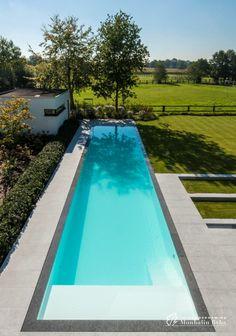 Planting a Summer Garden Small Backyard Pools, Backyard Pool Landscaping, Backyard Pool Designs, Small Pools, Swimming Pool Designs, Outdoor Pool, Garden Swimming Pool, Swiming Pool, Piscina Rectangular