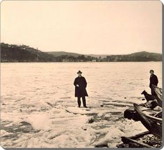 İstanbul__Boğaziçi - 1929 kışı. Boğazı Tuna Nehri'nden gelen buzlar kaplamış. Istanbul, Cool Winter, Yesterday And Today, Historical Pictures, Once Upon A Time, Old World, Old Photos, Nostalgia, History