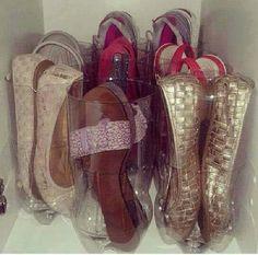 Uso de botellas de plastico como organizador de zapatos.