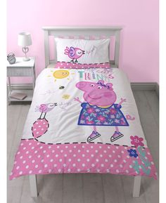 This adorable Peppa Pig Happy single duvet cover set is the perfect finishing touch for a Peppa themed room. The design features Peppa in a purple dress on a pretty pink and white background with the words Happy Little Things above her. The reverse has a flowers, bees and birds in a repeat pattern on a pink background.