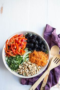 Whole30 Thai Breakfast Bowl Recipe. Whole30 salad recipe, perfect for lunch and dinner. Whole30 breakfast recipes. Whole30 breakfast bowl. The best whole30 recipes for your meal plan. Easy whole30 dinner recipes I Whole30 recipes I Whole30 lunch I Whole30 meal planning I Whole30 meal prep I Healthy paleo meals I Healthy whole30 recipes I The Movement Menu II #whole30 #mealprep
