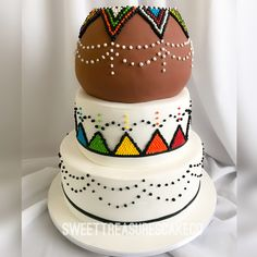 Wedding cake for traditional wedding❤️❤️. #sweettreasures #sweettreasurescakeco #cake #johannesburg #southafrica #birthday #jozi #celebrations #celebrationcakes #party #wedding #zuluwedding #traditionalwedding #africanwedding #calabash #beads #3tiercake