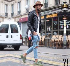 2015-05-31のファッションスナップ。着用アイテム・キーワードはスニーカー, ダブルライダースジャケット, デニム, ハット, ライダースジャケット, Tシャツ,アディダス(adidas)etc. 理想の着こなし・コーディネートがきっとここに。| No:110637