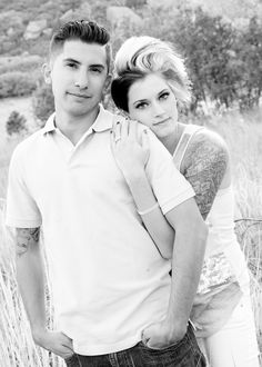 Super cute couple poses by Jamie Rich Photography in Castle Rock, Co. Love love!