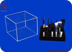 Suporte de pincéis em acrilico cristal e preto.  Brushes support in crystal and black acrylic.