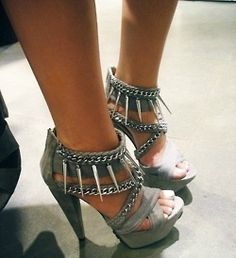 sultryfreckles:    Loooove open toe and peep toe heels. Shout out to the ladies with pretty feet!