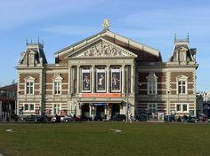 O Concertgebouw é uma sala de concertos. Graças a sua excelente acústica é considerado como uma das três melhores salas de concerto do mundo