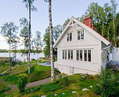 Cottage of the Week: By the Lake - Home Bunch – Interior Design Ideas