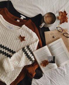 theautumndarling - Season Autumn and Fall / Jahreszeit Herbst - Modes Autumn Cozy, Fall Winter, Sweater Weather, Autumn Photography, Fashion Photography, Photography Flowers, Mode Blog, Fall Sweaters, Cozy Fall Sweater