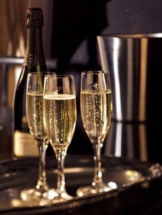 For weekends with lots of love, kisses and champagne CHAMPAGNE Foundation's photo. Good Morning Happy Friday, Happy Hour, Online Marketing Consultant, Champagne, Sparkling Wine, Happy New Year, Alcoholic Drinks, Beverages, Bubbles