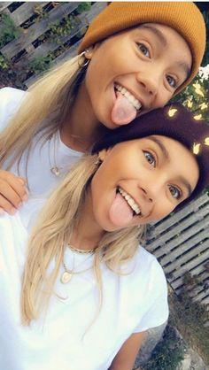 Lisa and Lena Cute Twins, Cute Girls, Lisa And Lena Clothing, Sarah Betts, Lisa Or Lena, Twin Models, Bff Drawings, Bff Goals, How To Make Shorts