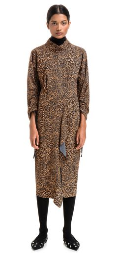 BIMBA Y LOLA midi-dress with Speed Leopard print. The print design is composed of multicoloured explosions against a black and white animal print background. Model with wide upper section, fitted at the waistline. High neckline, rounded adjustable sleeves