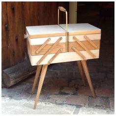 Ancien meuble de couturière relooké en boite à bijoux : Boîtes, coffrets par lacaverne89