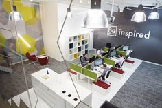 In the main Innovation Centre panelling between desks allowed for privacy when designers were working on projects. Rolling storage units with padded tops acted as additional seating for informal presentations and meetings with clients and colleagues, while an enclosed booth with an in-built screen allowed for more private meetings away from the desks.