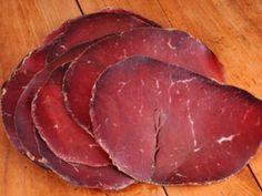 Bresaola gehört zum Besten, was Italien zu bieten hat. Aber woras besteht Bresaola, und was steckt drin? Das verrät Ihnen die EAT SMARTER Warenkunde!