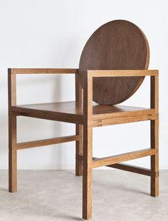 Cadeira Medalhão #woodchair by Manu Reyes