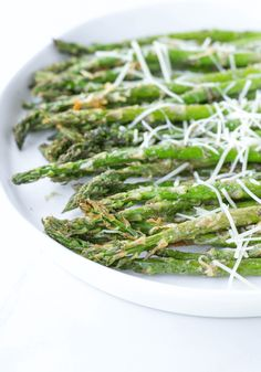 Air Fryer Garlic Parmesan Asparagus is made with garlic, Parmesan cheese, lemon juice, olive oil, salt and ground pepper in a short 10 minutes in the air fryer for an easy side dish you can do with any entree. Air Fryer Dinner Recipes, Air Fryer Recipes Easy, Oven Recipes, Cooking Recipes, Recipies, Parmesan Asparagus, Asparagus Recipe, Garlic Parmesan, Roasted Vegetable Recipes