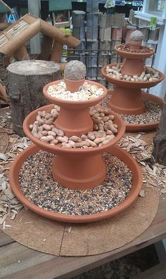 vogel voeder idee vogel voeder idee The Effective Pictures We Offer You About whimsical Garden Art A quality picture can tell you many things. Garden Yard Ideas, Garden Crafts, Garden Projects, Garden Art, Garden Design, Garden Table, Bird House Feeder, Diy Bird Feeder, Bird Bath Garden