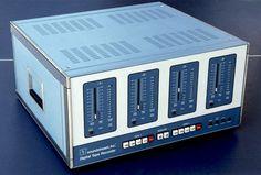 Soundstream digital tape recorder, 1976 - first audio digital system Minimal Techno, Professional Audio, Tape Recorder, Dream Machine, Home Theater, Home Appliances, Retro, Digital, Home Theatre