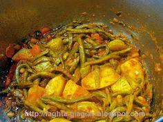 Φασολάκια κοκκινιστά με κολοκύθια και πατάτες - από «Τα φαγητά της γιαγιάς» Thai Red Curry, Chicken, Meat, Ethnic Recipes, Food, Meal, Eten, Hoods, Meals