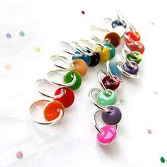 Konfetti zwanzig Rainbow baumeln frei Stitch Markers von LadyDanio