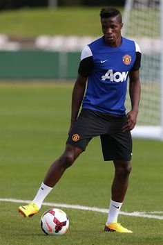 Wilfried Zaha training Manchester United City, Newcastle United Fc, Official Manchester United Website, Aston Villa Fc, Soccer Pictures, Live Matches, Match Highlights, Everton Fc, Man United