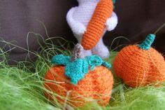 Podzimní dekorace Dýně Háčkované dýně oranžové barvy z akrylové příze, jsou vyplněny dutým vláknem, velikost dýní (průměr) - 7 cm a 6 cm. Uvedená cena je za 2 ks. Crochet Necklace, Christmas Ornaments, Holiday Decor, House, Home Decor, Ideas, Xmas Ornaments, Homemade Home Decor, Christmas Jewelry