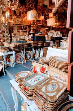 Guide to Florence& Top 17 Souvenirs While Florence can be heaving with tourists, it's not necessarily a bad thing. More tourists means more foot traffic– and shops that can actually [& Florence Shopping, Shopping In Italy, Florence Italy, Florence Market, Shopping Tips, European Vacation, Italy Vacation, Italy Trip, Italy Travel Tips