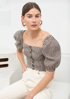 Linen Puff Sleeve Gingham Top - Brown Gingham - Tops - & Other Stories Casual Outfits, Cute Outfits, Fashion Outfits, Fashion Shirts, Look Plus Size, Moda Fashion, Fashion 2018, Fashion Fashion, V Neck Blouse