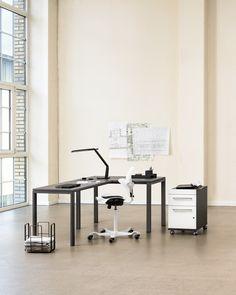 Micasa Arbeitszimmer mit Büromöbel aus dem Programm CONCEPT X Desk, Furniture, Home Decor, Office Workspace, Writing Table, Homemade Home Decor, Desktop, Home Furnishings, Office Desk