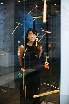 A Boobam na Japan House! A arquiteta Lea Yuko, do Design Kiiro, visitou o espaço a nosso convite e recuperou lembranças da infância ao ver as hélices de bambu, que brincava quando era pequena, numa das vitrines do centro cultural, recém-inaugurado na av. Paulista, 52. .Veja a matéria completa e mais fotos no nosso blog 👉🏻 blog.boobam.com.br  #designbrasileiro #japanhousesp #reginagalvao #mobiliariobrasileiro #designbrasil #boobam_blog #entrevista #interview #makingofdesign