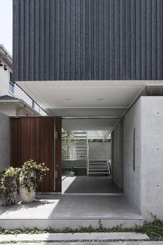 Patio, Japan, 2011 | Yaita and Associates #architeture #pin_it @mundodascasas Veja mais aqui(See more here) www.mundodascasas.com.br