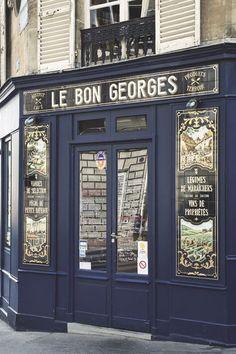 Boutique Vintage, Boutique Shop, Vintage Shops, Restaurant Paris, Paris Restaurants, Hotel Paris, Salon Interior Design, Cafe Interior, Style Toscan