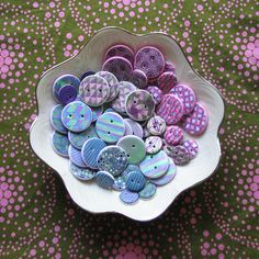 Tutorial on making polymer clay button. Tempting!