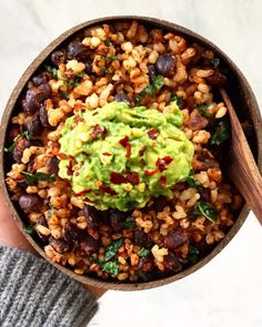 5 Minute Meal: Black Bean and Rice Bowl - The Yummy Plant Black Beans And Brown Rice Recipe, Brown Rice Recipes, Veggie Rice Bowl, Rice Bowls, 5 Minute Meals, Quick Meals, Healthy Rice, Healthy Eating, Healthy College Meals