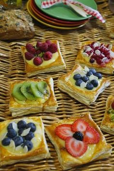 Homemade Berry Pastries with Puff Pastry Recipe Pastry Recipes, Dessert Recipes, Cooking Recipes, Sweet Desserts, Sweet Recipes, Comida Diy, Sweet Dough, Pan Dulce, Pastry And Bakery