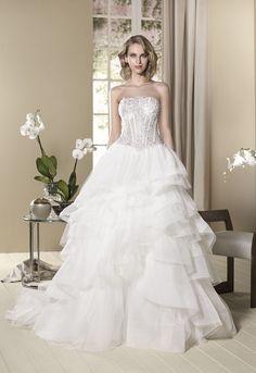 Vestido de novia modelo Alheli de Cabotine. Un diseño sexy y favorecedor corpiño. Conoce aquí todos los detalles de este atractivo vestido nupcial