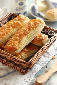 Juditka konyhája: ~ LEVELES SAJTOS RÚD ~ Bread Dough Recipe, Hungarian Recipes, Winter Food, Hot Dog Buns, Bakery, Food Porn, Appetizers, Food And Drink, Cookies