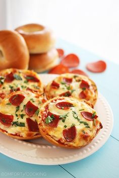 Easy Mini Bagel Pizzas http://www.thecomfortofcooking.com/2014/02/easy-mini-bagel-pizzas.html