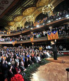 En clau de país - El Punt Avui. El tradicional concert de Sant Esteve al Palau de la Música va acabar, un cop més, amb crits d'independència i estelades omplint l'escenari. Com l'any passat, amb la interpretació d'El cant de la senyera, el Palau es va anar omplint d'estelades entre els cantaires i el públic assistent a l'acte, entremig del qual hi havia el president de la Generalitat, Artur Mas.