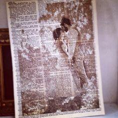 Fotoğraflarınızın üzerine eski gazete küpürlerini print edin, sonuç harika olacak. :)
