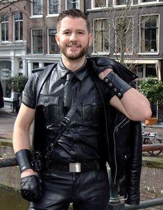 Men in leather Biker Leather, Leather Gloves, Leather Men, Leather Pants, Black Leather, Mens Gloves, Leather Jackets, Oscar 2017, Biker Gear