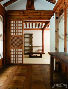 Traditonal woodwork in old house in Korea(나무색이 좋다) Asian Interior Design, Japanese Interior, Asian Architecture, Interior Architecture, Japanese Style House, Asian House, Home Upgrades, Home Decor Bedroom, Traditional House
