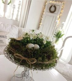 """Outside Easter decoration. Tarte mold, eggs and white grapes . Outside Easter decoration. Tarte mold, eggs and white grapes … """"Diy Decoration 2019 Easter Wreaths, Christmas Wreaths, Christmas Decorations, Holiday Decor, Outdoor Decorations, Diy Decoration, Christmas Holiday, Holiday Crafts, Easter Flowers"""