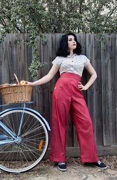 1940s+Swing+Pants+por+SomethingElseClothin+en+Etsy,+$140,00. The pin i repinned didnt have the link. An oh boy they are expensive!
