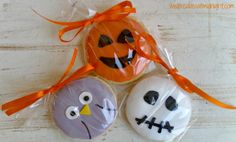 I came across a picture on Pinterest (where else?) of these sweet Halloween-themed cookies from ProFlowers, and I just had to make some of my own! The owls are cute, but I think the pumpkins are su…