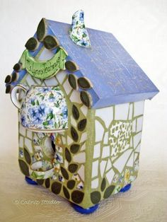 Mosiac bird house - this has got to be one of the CUTEST little birdhouses I have ever seen!